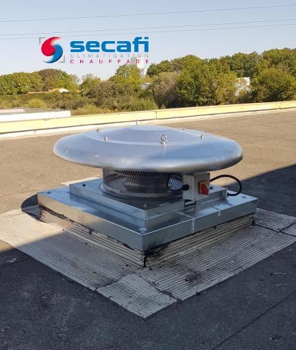 Tourelle d'extraction sur toiture bâtiment industriel
